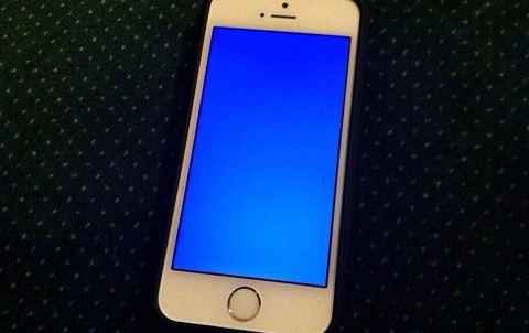 iPhone 6 Plus bị màn hình xanh
