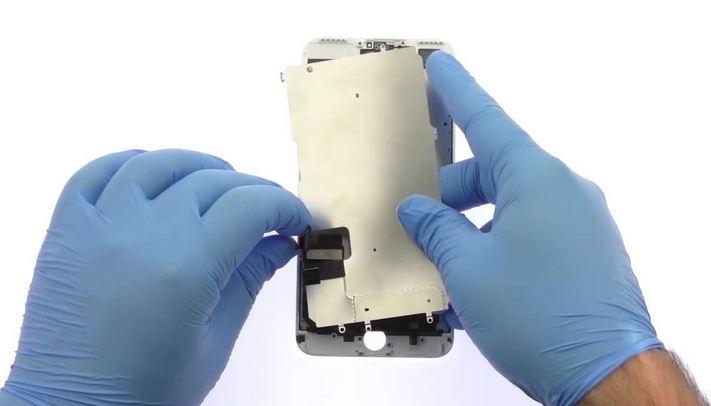Tất cả các công đoạn thay mặt kính iPhone 7 Plus đều được thực hiện công khai