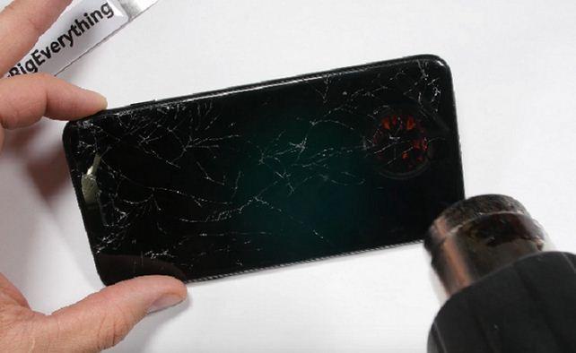 Thay mặt kính iPhone 7 Plus rất phổ biến
