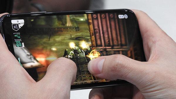 Chơi game nhiều khiến iPhone X bị nóng máy