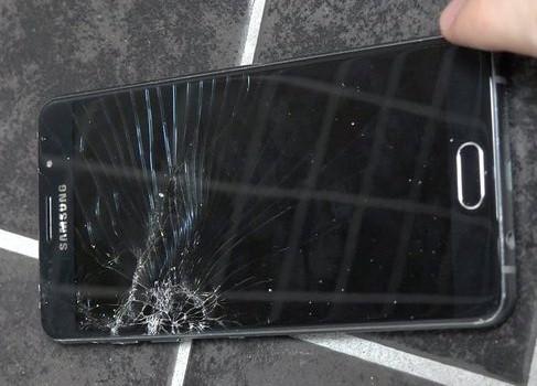 Samsung A7 2017 bị vỡ màn hình