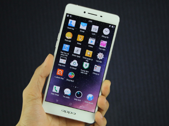 loi oppo r7s be mat kinh