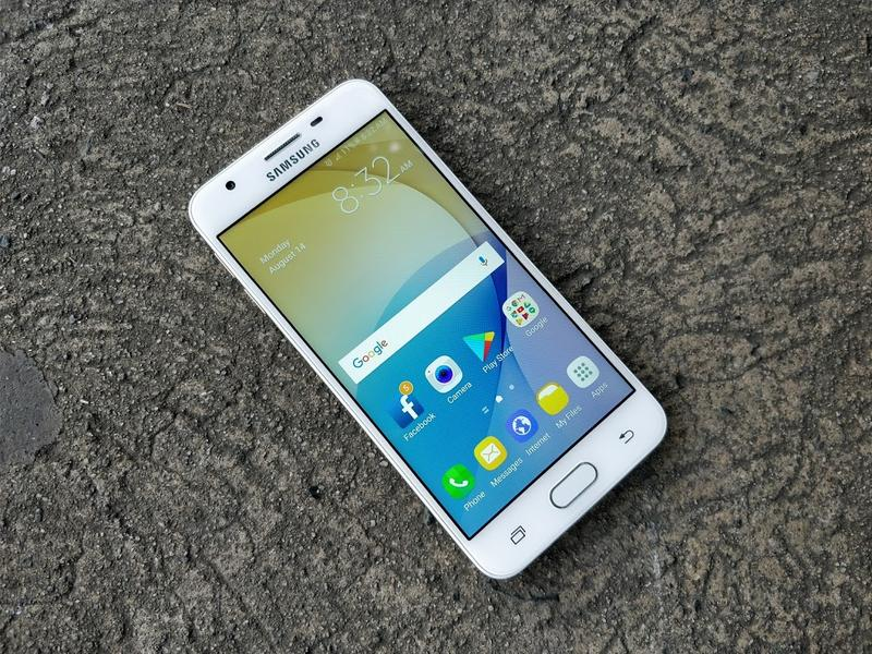 Dấu hiệu Samsung J5 bị loang màu