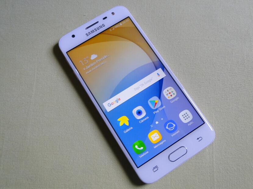 Nguyên nhân Samsung J5 bị loang màu là gì?