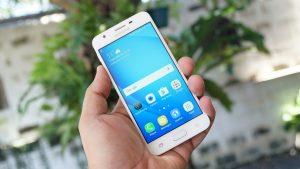Cách nào khắc phục Samsung J5 bị loang màu?