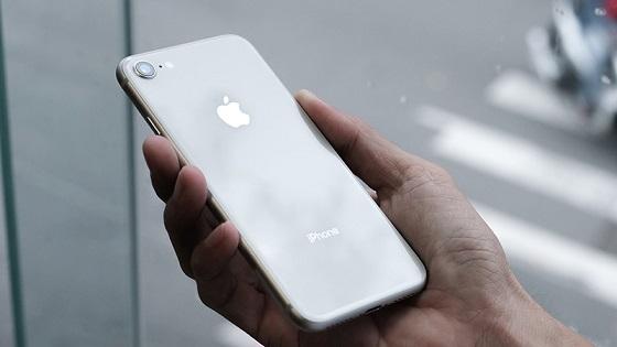 Tại sao iPhone 8 hao pin