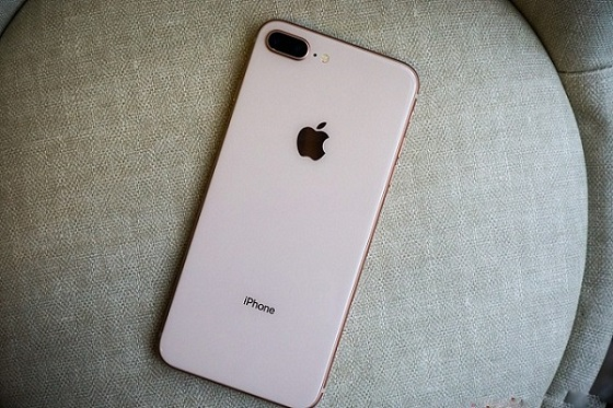 Camera iPhone 8 Plus bị trầy xước