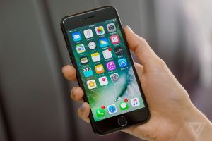 Pin iPhone 7 Plus chơi game bao lâu