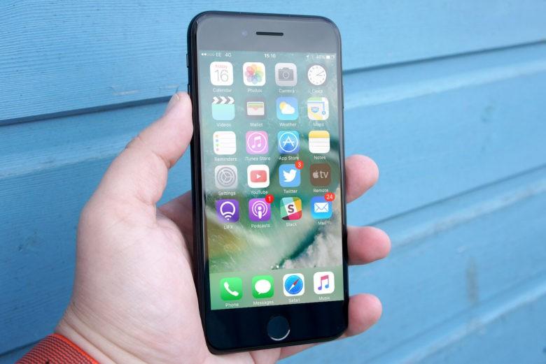 Tại sao màn hình iphone 7 bị đốm trắng