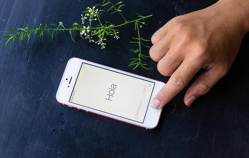 Khởi động lại iPhone 7
