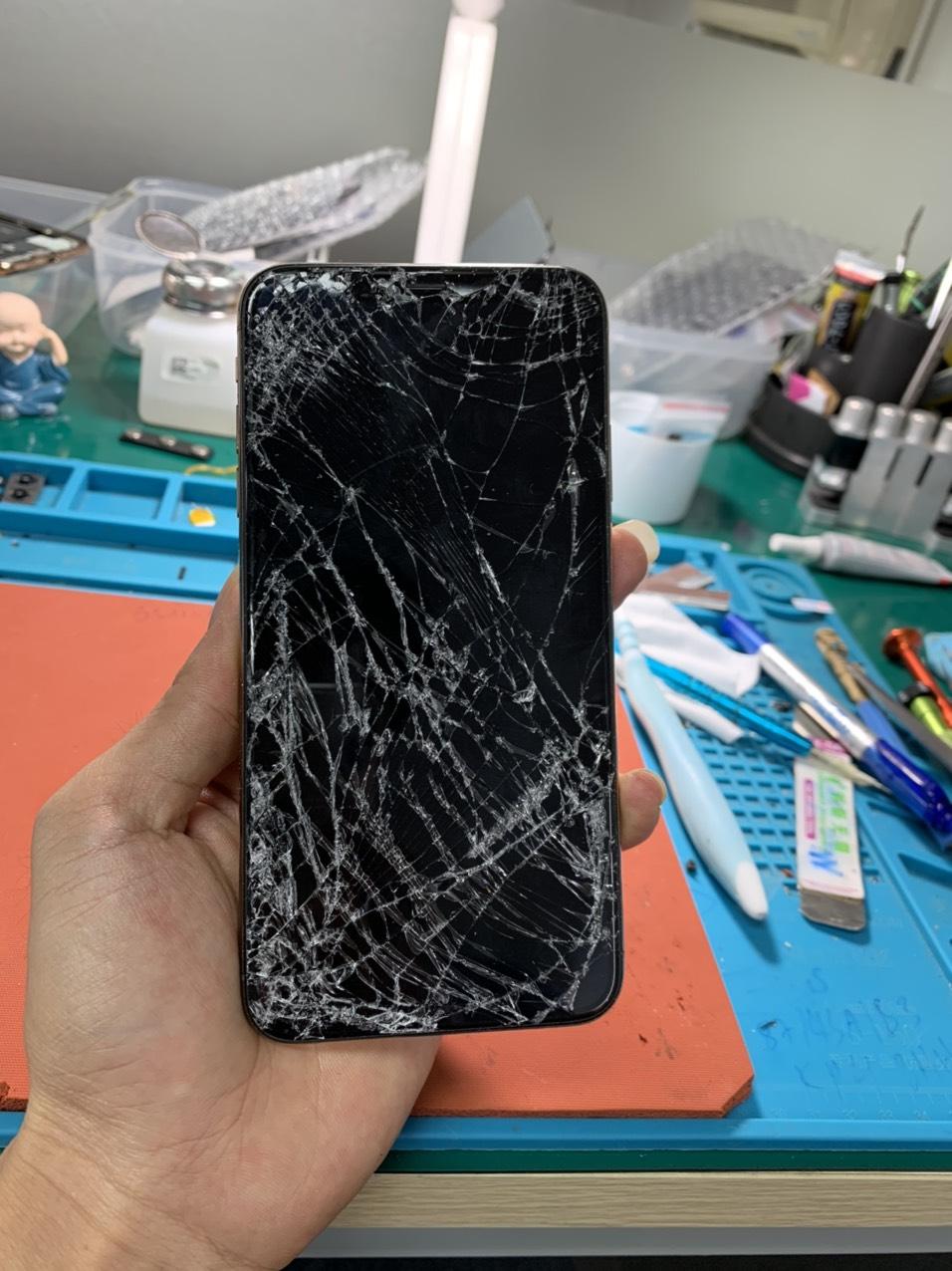 Khi nào nên thay mặt kính iPhone Xs