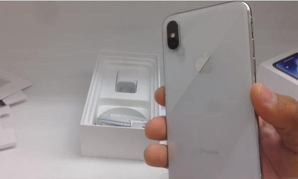 Tại sao cắm tai nghe vào iPhone X không nhận?