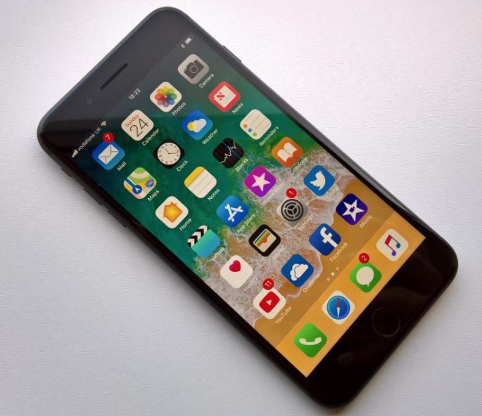 Nguyên nhân iPhone 8 Plus bị sọc màn hình